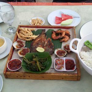 tempat makan pinggir pantai jimbaran